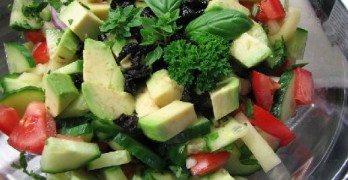 Nyers vegán görög saláta