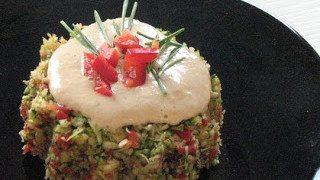 Brokkolis zöldségek csípős öntettel